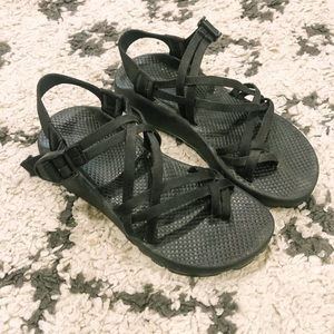 "Chaco ""Vibram"" EUC in black!"
